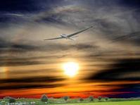 ハロ(halo)を背に将に着陸せんとするグライダーを狙う・・・妻沼滑空場にて - 『私のデジタル写真眼』