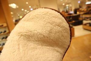 最後の拭き取りが大事 - シューケアマイスター靴磨き工房 三越日本橋本店