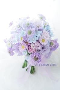 クラッチブーケ FEU様へ 淡いあわい紫と、水色 - 一会 ウエディングの花