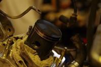 【tm125EN】ピストン磨きシリンダー組立 - だいちゃんガレージ