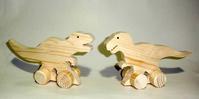 木のくるま恐竜のニューフェイス - 布と木と革FHMO-DESIGNS(エフエッチエムオーデザインズ)Favorite Hand Made Original Designs