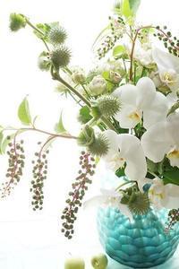 課題てんこ盛りブーケ - お花に囲まれて