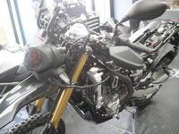 CRF250RALLYはブラックがかっこいい! - バイクの横輪