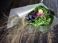 カフェをオープンされたご友人の女性へ花束。「個性的に」。東苗穂7条にお届け。2018/08/26。 - 札幌 花屋 meLL flowers