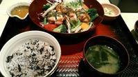 大戸屋『彩り野菜と炭火焼きバジルチキン定食』 - My favorite things