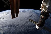 国際宇宙ステーションから捉えたハワイ諸島に向かうハリケーンレーヌ - 秘密の世界        [The Secret World]