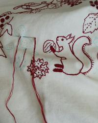 8・9月はクッションカバーに刺繍します~ - 手刺繍屋 Eri-kari(エリカリ)