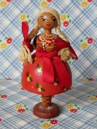三つ編みの木製民族衣装人形 -  Der Liebling ~蚤の市フリークの雑貨手帖2冊目~