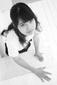 松村生未ちゃん1 - モノクロポートレート写真館