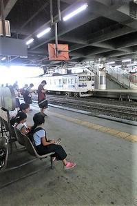 鹿児島中央駅での嬉しい出来事@夏休みの終わり子供たちは友達と街で楽しい思い出作り・・・楽しい夏休みも終わりです - 藤田八束の日記
