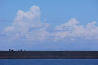 大きな雲の下で。 - 青い海と空を追いかけて。