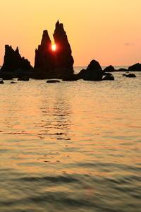 V字岩に日が昇る - ゆる鉄旅情