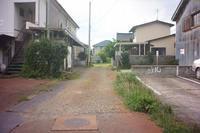 鶴岡市三和町にある彦太小路 - 「 ボ ♪ ボ ♪ 僕らは釣れない中年団 ♪ 」Ver.1