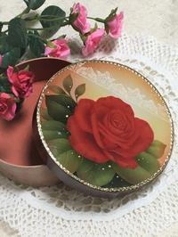 赤バラを描いた ボックス作品です。 - 大畑悦子の想い出ペインティング