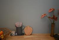 眺めていたくなる、素材感のある造作キッチン - kukka  kukka