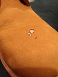 スエードカラーフレッシュの防水効果はいかに、、、!? - シューケア靴磨き工房 ルクアイーレ イセタンメンズスタイル <紳士靴・婦人靴のケア&修理>