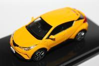 1/64 Over Steer TOYOTA C-HR (2017) - 1/87 SCHUCO & 1/64 KYOSHO ミニカーコレクション byまさーる