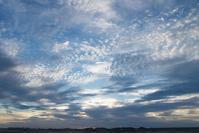 今日の夕日と秋の空。 - 東に向かえば海がある