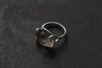 クオーツ石ドーンリング - 石と銀の装身具