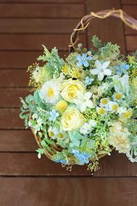 プリザーブドフラワーのギフト、バスケットブーケ風 黄色のバラをいれて - 一会 ウエディングの花