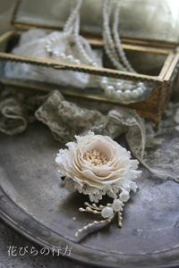 小さなブローチ**薔薇とレースとスズランと - 布の花~花びらの行方 Ⅱ