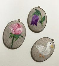 刺繍のペンダントトップを作りました。 - vogelhaus note