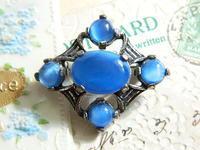 *EB-021  Miracle ブルーサテングラスのブローチ - Serendipity Antiques