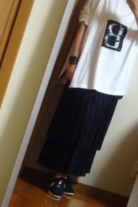 黒のティアードスカートとスニーカー - おしゃれ自己満足日記