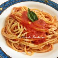 出来立てフレッシュトマトソースと世代交代 - 幸せなシチリアの食卓、時々旅