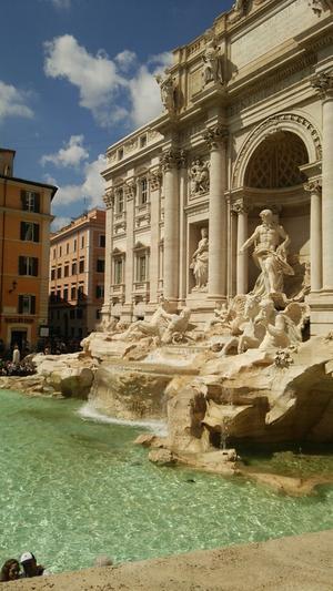 「コロッセオが滅びるとき、ローマは滅び、そのとき世界も滅びる」 -