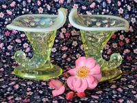 ウラン・ガラスのコルヌコピア型花器 -  Der Liebling ~蚤の市フリークの雑貨手帖2冊目~