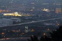 新幹線と夏の夜の花火は、一瞬の儚さ① - 新幹線の写真