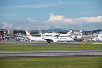 伊丹空港で飛行機撮りました。JAL /J-AIR - 写真と画像 Illustrator&Photoshopで楽しんでます! ネイル画像!