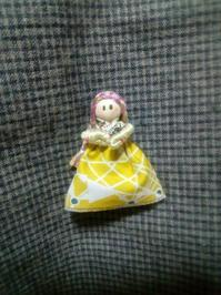 お人形のブローチ - イエローベル通信