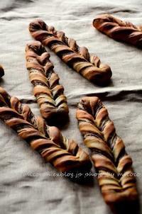 チョコツイストとかぼすキタ━o(゚∀゚o)(o゚∀゚o)(o゚∀゚)o━!! - 森の中でパンを楽しむ