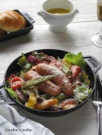 ソーセージと彩り野菜のグリルサラダ - Cache-Cache+