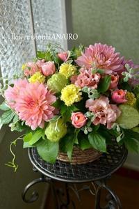 美容院の1周年祝いに♪フラワーアレンジメント。 - 花色~あなたの好きなお花屋さんになりたい~