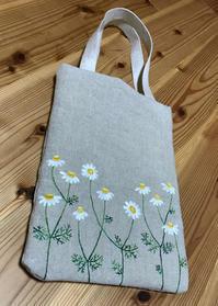 カモミール刺繍のバッグを作りました。 - vogelhaus note