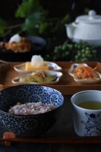 野葡萄と朝ごはん - ゆきなそう  猫とガーデニングの日記