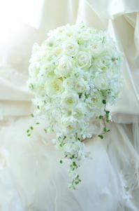 セミキャスケードブーケホテル椿山荘東京様へ和集というバラ - 一会 ウエディングの花