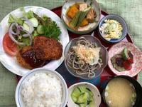 肉じゃがコロッケ&チキンカツ★(^^♪・・・・・700円ランチ - 日だまりカフェ