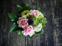 長期勤続の女性へのお祝いアレンジメント。2018/09/14。 - 札幌 花屋 meLL flowers