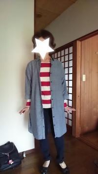9月17日,70代。グレーロングシャツに赤白ボーダーシャツをコーディネートする。 - 楽しく元気に暮らします