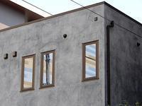 窓に向かい側が映る - 四十八茶百鼠