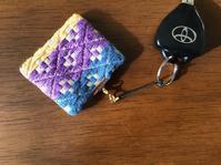 キーホルダー - 手編みバッグと南部菱刺し『グルグルと菱』