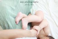 緑のスカートさらり、そして赤ちゃんとママの素肌。 - from自由が丘・田園調布 ベビー・キッズ・マタニティ・家族の出張撮影、say photography