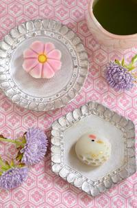 敬老の日の鶴とコスモスの練り切りRespect for the Aged Day-Homemade Nerikiri 2018 - お茶の時間にしましょうか-キャロ&ローラのちいさなまいにち- Caroline & Laura's tea break