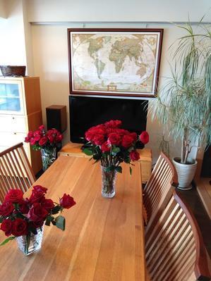 家中、バラの香りに包まれて - あーちゃんの放浪記