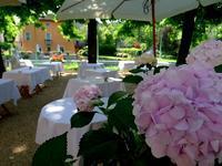 準備中の木陰のレストラン (Borghetto) - エミリアからの便り