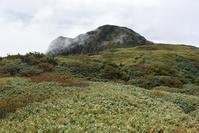 雨飾山(1963m) - 山の高みへ、森の深みへ